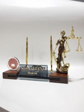 Adalet Figürlü ve HSK Logolu Masa İsimlik