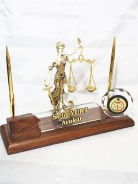 Ahşap Avukat Masa İsimliği