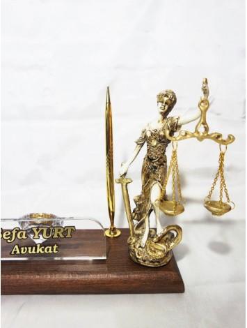 Adalet Heykelli Masa İsimliği