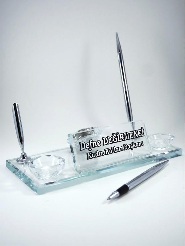 Kalemli Kabartma İsimli Kristal Masa İsimliği