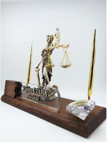 Adalet Terazili Heykel Özel Ahşap Masa İsimliği