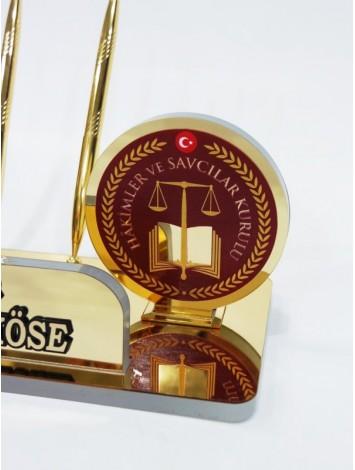 Hakim - Savcı için masa isimliği