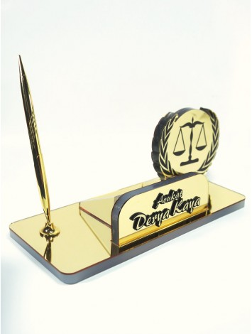 Avukat için masa isimliği