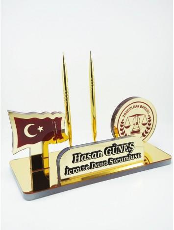 Türk bayrağı ve Baro logolu Masa İsimliği